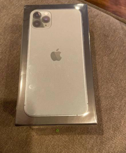 Apple iphone 11 pro max and ps4