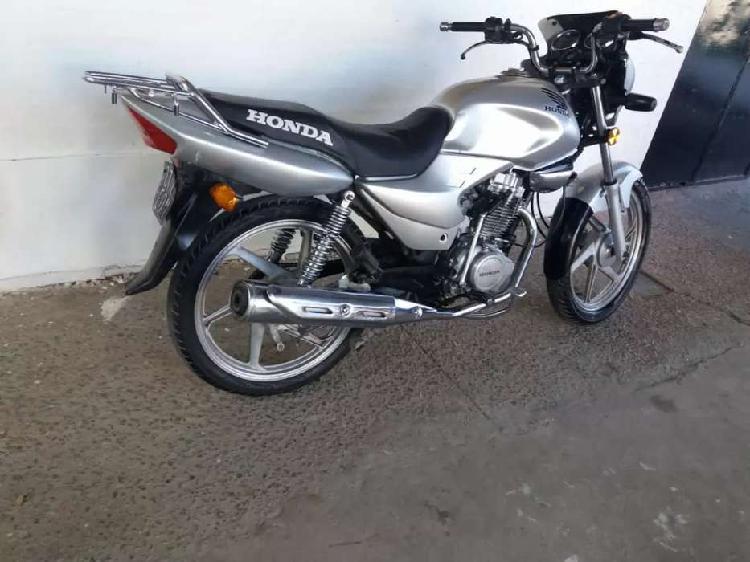 Vendo moto hermosa