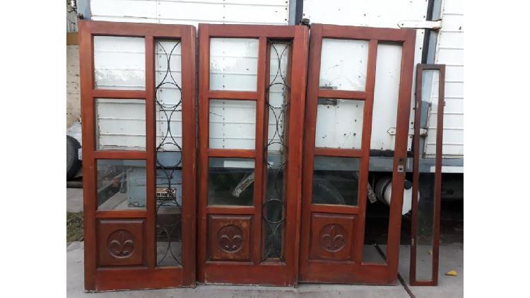 Portón corredizo de cedro