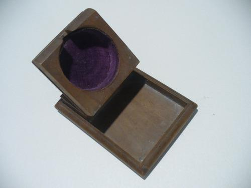 Antiguo porta o posa reloj de bolsillo de madera