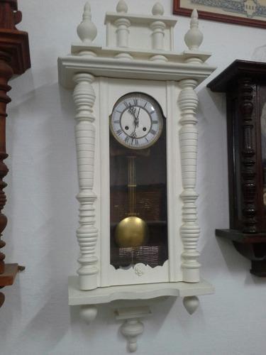 Antiguo reloj de pared a pendulo aleman