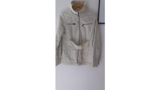 Campera abrigo impermeable marca wados talle m con detalle