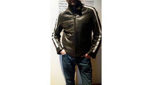 Campera cuero tascani con rayas en las mangas talle m grande
