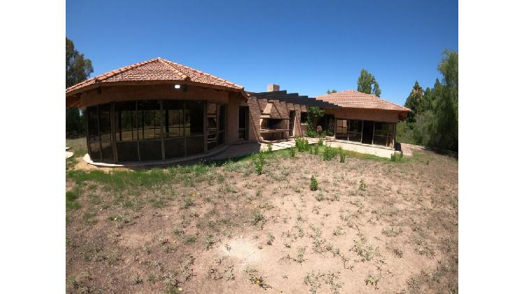 Casa 5 dormitorios / barrio las colinas / chacras de coria