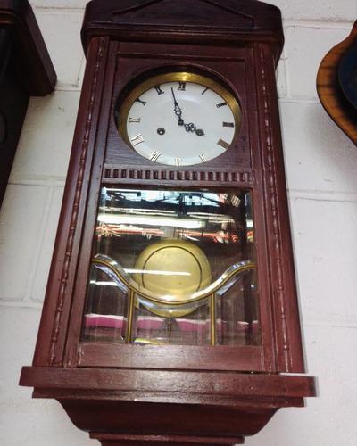 Reloj antiguo de pared con péndulo y soneria