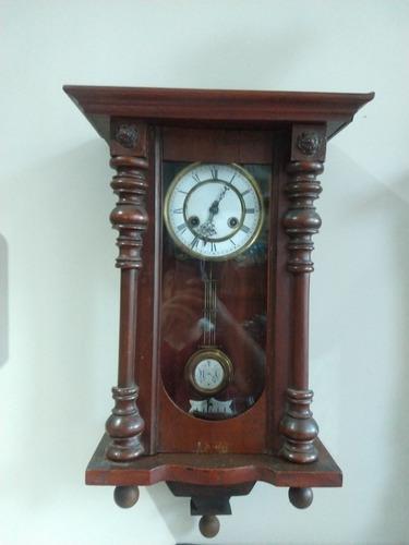 Reloj de péndulo antigüo