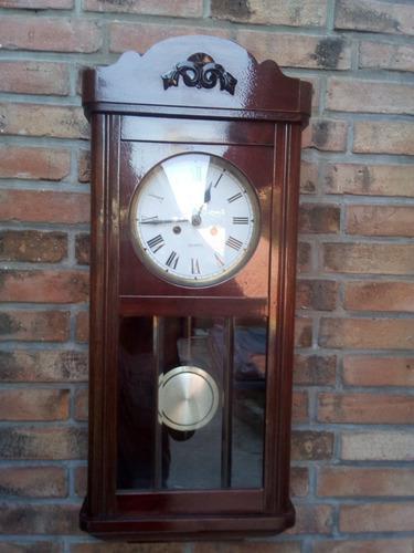 T-antiguo reloj de pared funcionando de hermoso sonido
