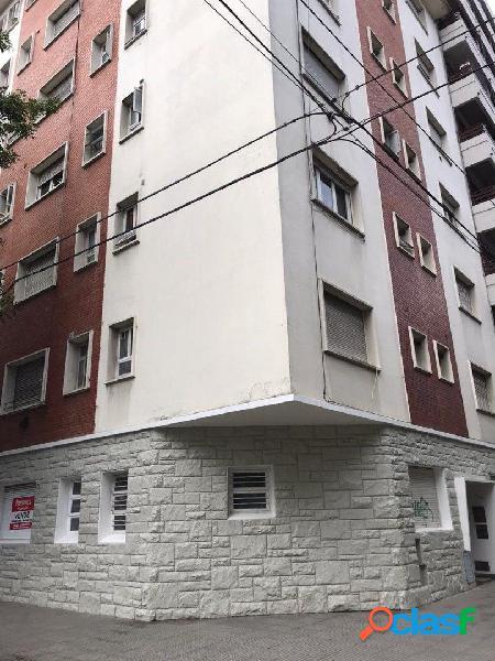 Ambiente y medio reciclado a calle, zona avenida colon - plaza mitre.