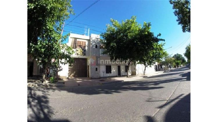 Casa y local comercial en san martín centro