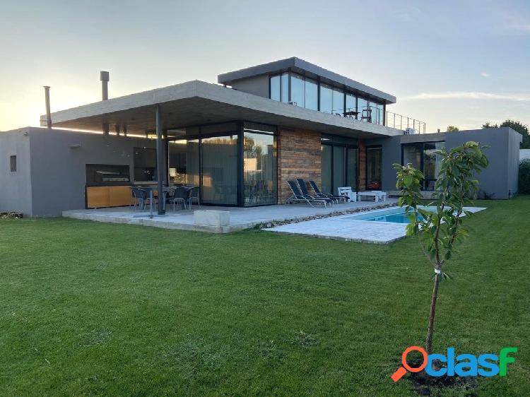 Chalet venta- 3 dormitorios- jardin- piscina
