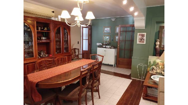 Peralta inmobiliaria vende - excelente casa en barrio parque