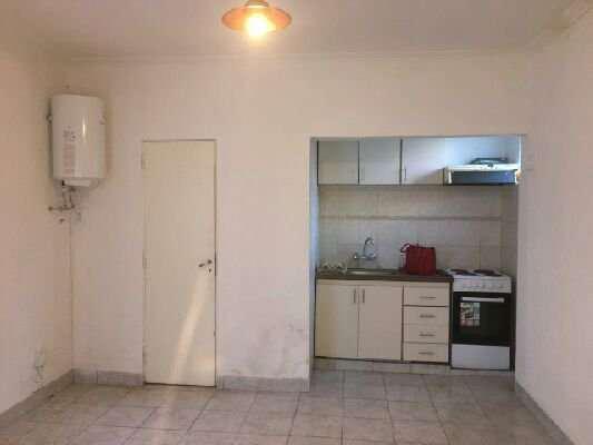 Alquiler ph 3amb por pasillo-patio-lavadero-living-alberti