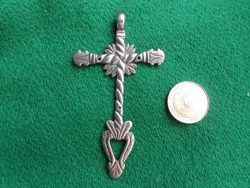 Antigua cruz de plata 9.2 cm de alto peso 20 gramos