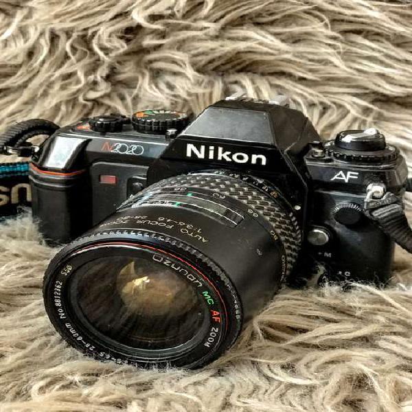 Cámara nikon analógica af n2020/ f501 con lente macro af