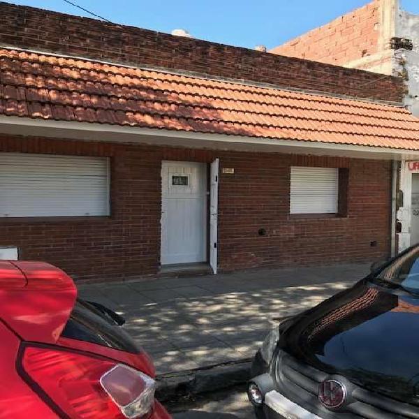 Ph 3 amb. ,patio, planta baja a la calle ,zona clínica