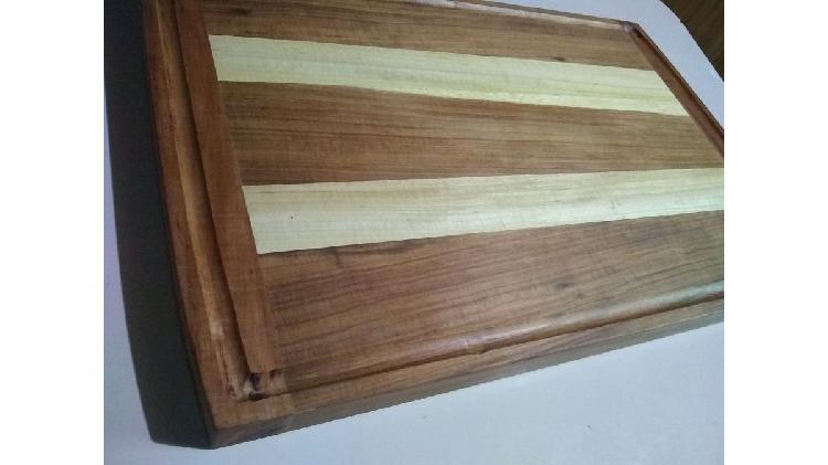 Tabla para la carne o picar alimentos. de madera combinada