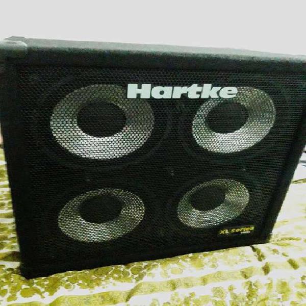 Amplificador bajo (peavey) y caja para bajo (hartke)