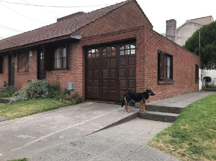 Duplex de tres ambientes con garage z/constitución