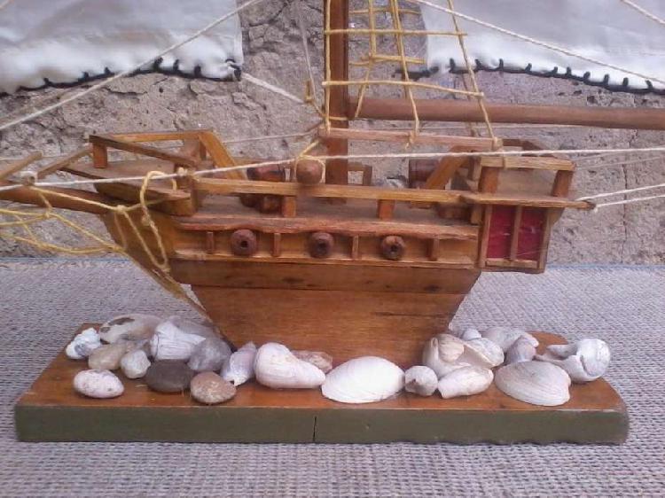 Barco de madera grande