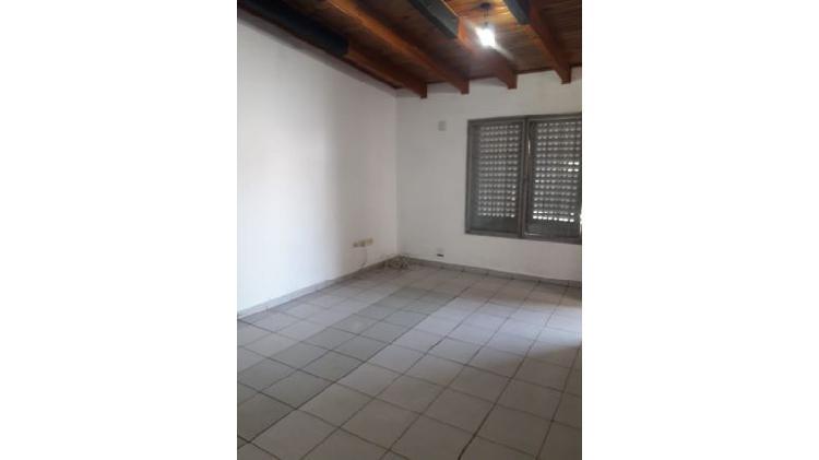 Corrientes 277/frontal/ 2 dormitorios/baño.