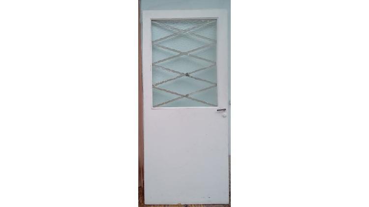 Hoja de puerta madera vidrio texturad con rejas