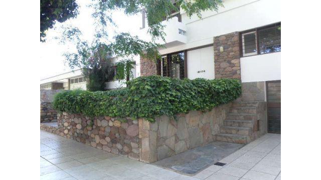 Zenoff inmobiliaria alquila casa de categoría en sexta