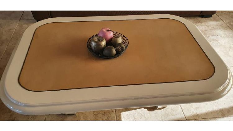Mesa ratona madera laqueada finisima