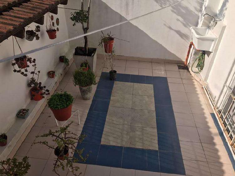 Ph - en villa urquiza en dos plantas, con balcón y patio