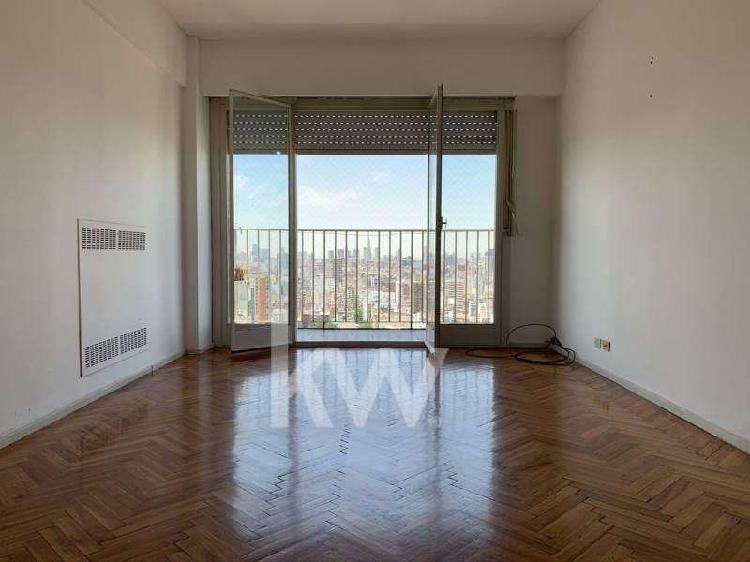 Venta departamento reciclado 3 ambientes con baulera piso 25