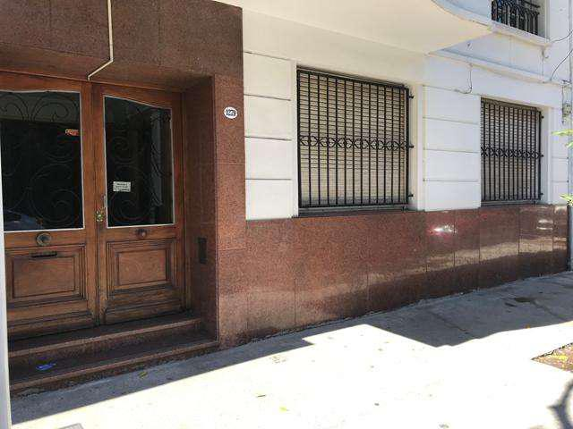 Aoyte 1200 pb caballito 2 amb. al frente. patio. s/expensas.