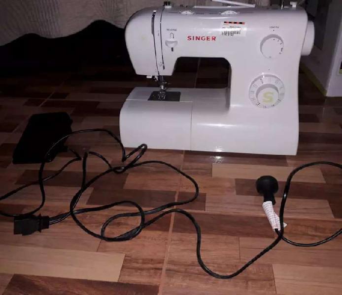Vendo maquina de coser singer nueva!!!