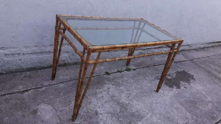 Mesa caña con tapa vidrio 1.20 . 2000$ estamos en zona