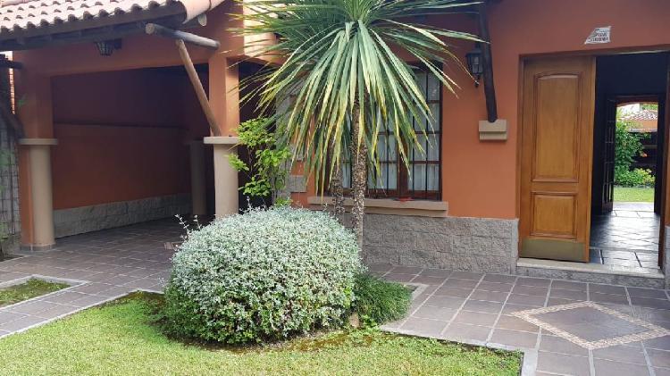 Hermosa casa, chacras de coria, barrio privado.