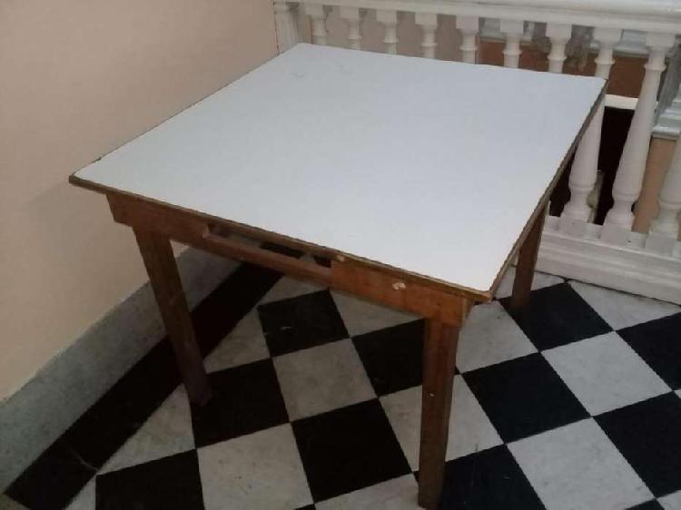 Mesa cuadrada blanca 0,91 x 0,91 c/cajones $ 2400