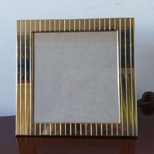 Portarretrato italiano metal dorado con relieve