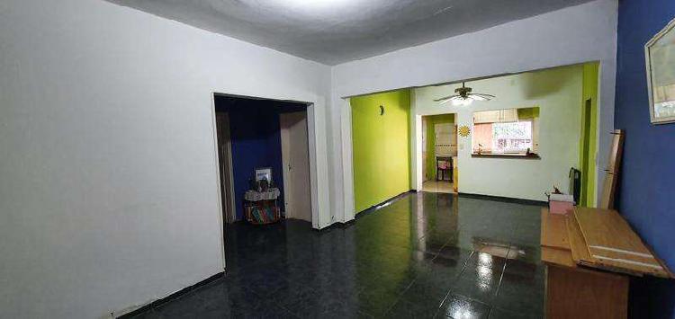 Hurlingham - poeta risso - venta casa 4 amb - garaje - fondo