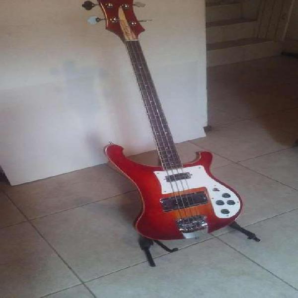 Bajo eléctrico rickenbacker 4001 de luthier
