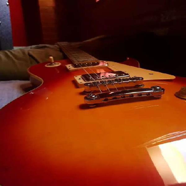 Guitarra sx les paul más amplificador