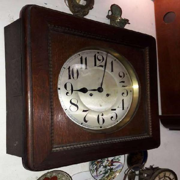 Reloj de pared marca junghans cuadrado caja roble #2773