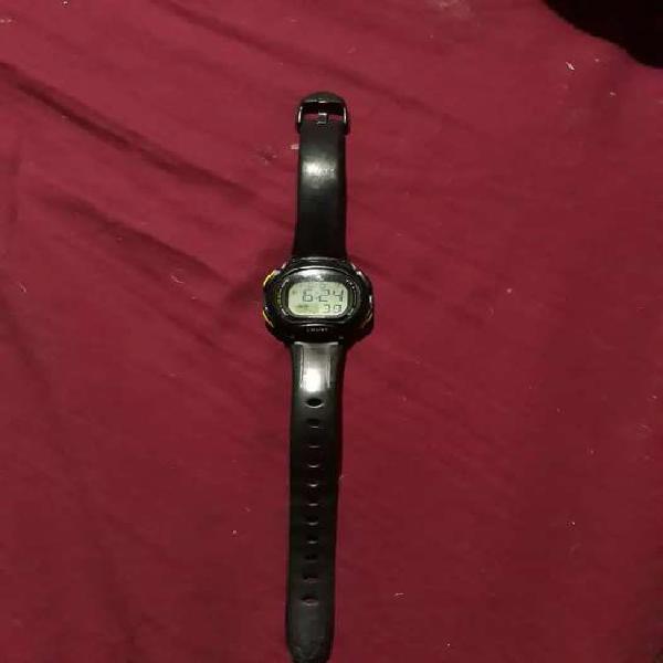 Vendo reloj negro nuevo anti agua