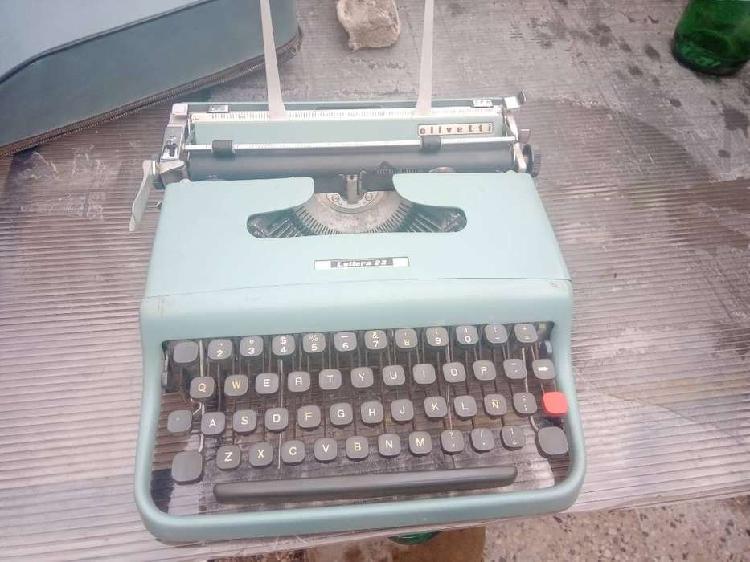 Antigua maquina de escribir lettera 22 olivetti