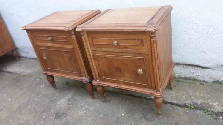 Par mesas luz estilo inglés lavadas a madera.. 6000$