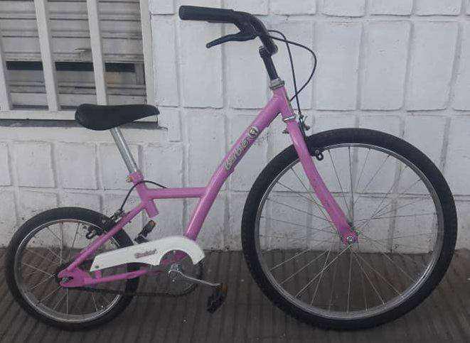Bicicleta playera de barbie importada de niña seminueva