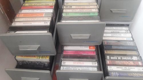 Coleccion de casettes, discos de pasta y de vinilos al lote