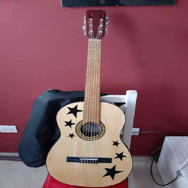 Guitarra criolla impecable