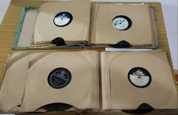 Venta de 21 discos de pasta y 6 longplay vinilo según