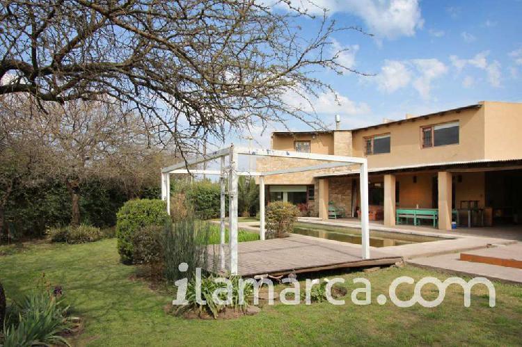 Villa allende cálida, luminosa y cómoda