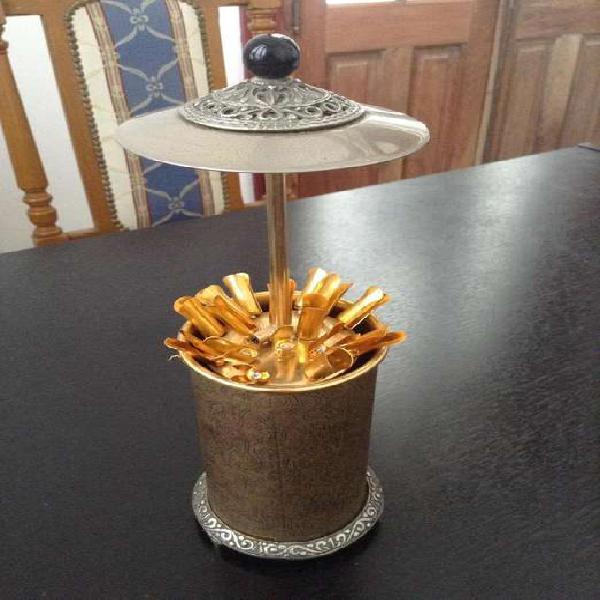 Cigarrera antigua de mesa o escritorio