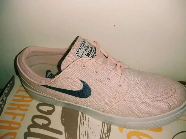 Vendo zapatillas nike janowski rosa! exclente estado