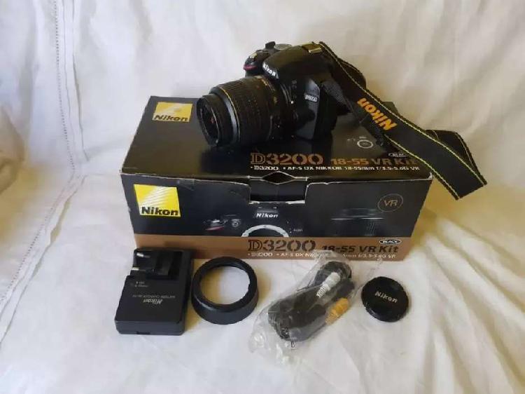 Vendo urgente camara reflex nikon d3200
